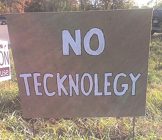 Sign saying No Tecknolegy